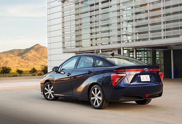 Toyota начала серийное производство модели Mirai - автомобиля с водородным двигателем
