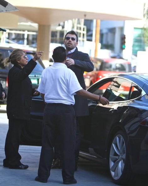 Бен Аффлек и его экологичный Tesla Motors